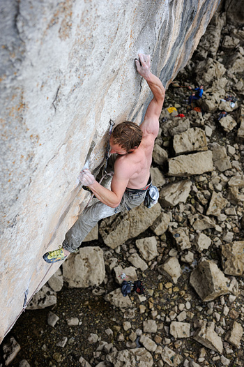 Strongman Neil Dyer on an earlier redpoint attempt at the F8c+ LPT project. © Ray Wood
