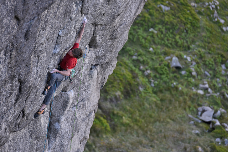 Ricky Bell on the hamstring pulling rock over of Peace Time (E8 7a), Buzzard's Roost. © Ray Wood
