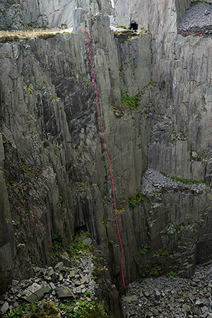 The South Wall of Twll Mawr with the line of Supermassive Black Hole marked. © Ray Wood
