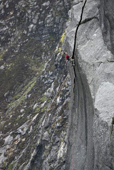James McHaffie onsighting the big pitch of The Great Escape. © Ray Wood