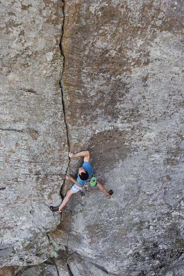 Angus Kille wondering where all the crimps have gone on Fibrulator (5.11b), Indian Creek, Red River Gorge North. © Ray Wood