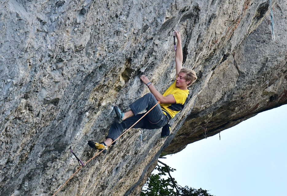 Cameron climbing in Céüse © Eric Hörst
