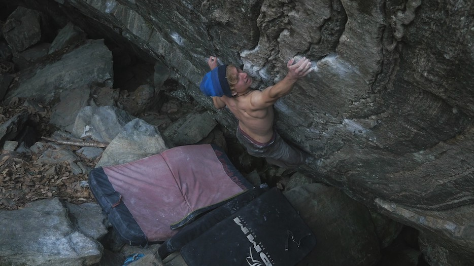 Eadan bouldering Pamplemousse in the Brione, Switzerland.