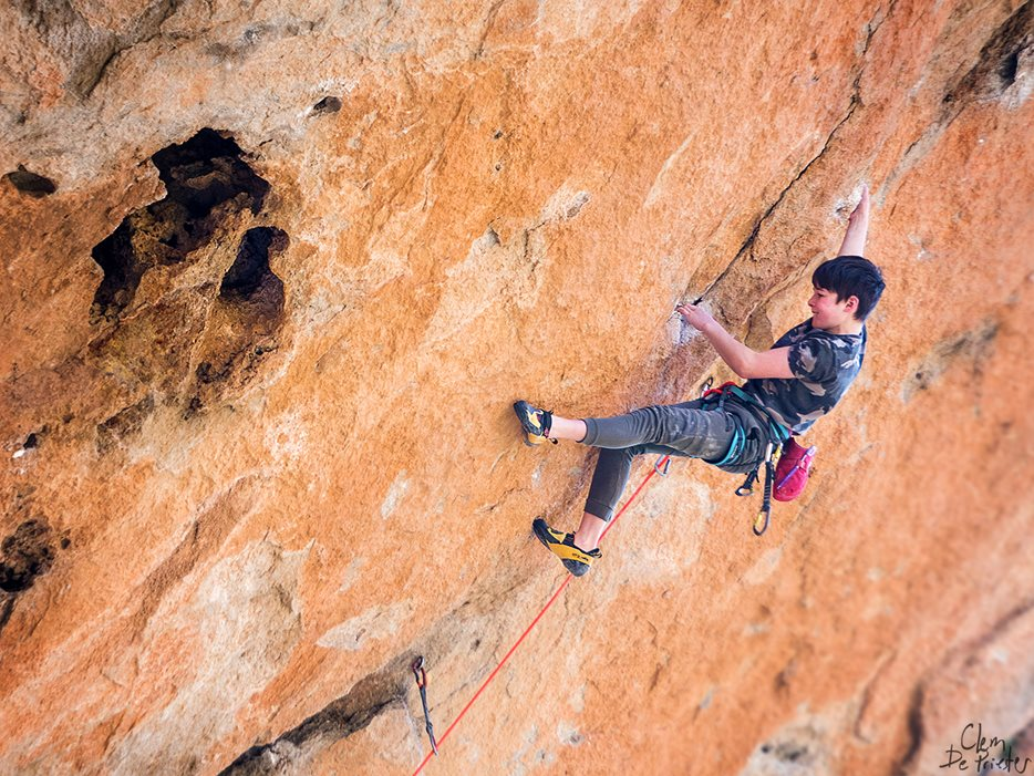 Finn sending his first 8b+, Kalea Borroka in Siurana. © Clem de Priester