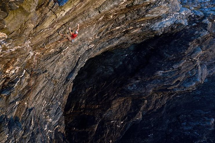 James McHaffie making the first ascent of Nightmare Inauguration (E8 6b), Porth Dafarch. © Ray Wood
