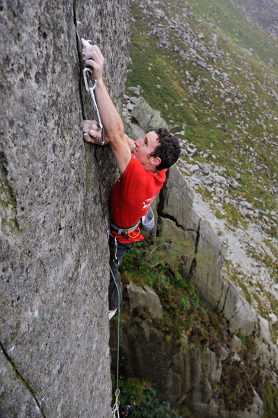 McHaffie placing the fiddly RP 1 before moving around the arete of The Ambassador. © Ray Wood
