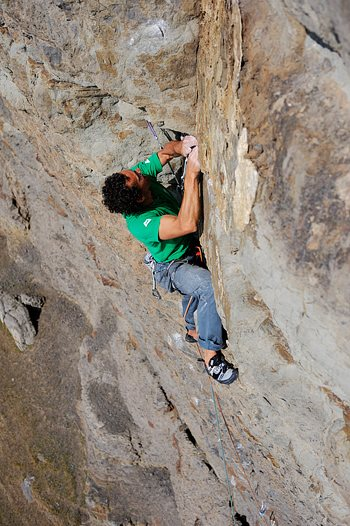 Nick Bullock at the top of the groove on the second ascent of Melody HXS/E9, Craig Dorys, Lleyn Peninsula. © Ray Wood