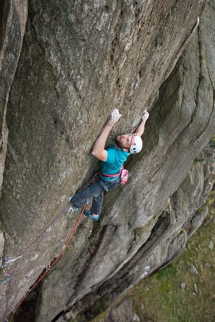 Peter on Gravediggers (E8 6c), in the Llanberis Pass, North Wales © Ray Wood