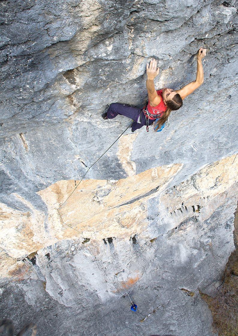 Tabea climbing at the Belly © Jude Spancken