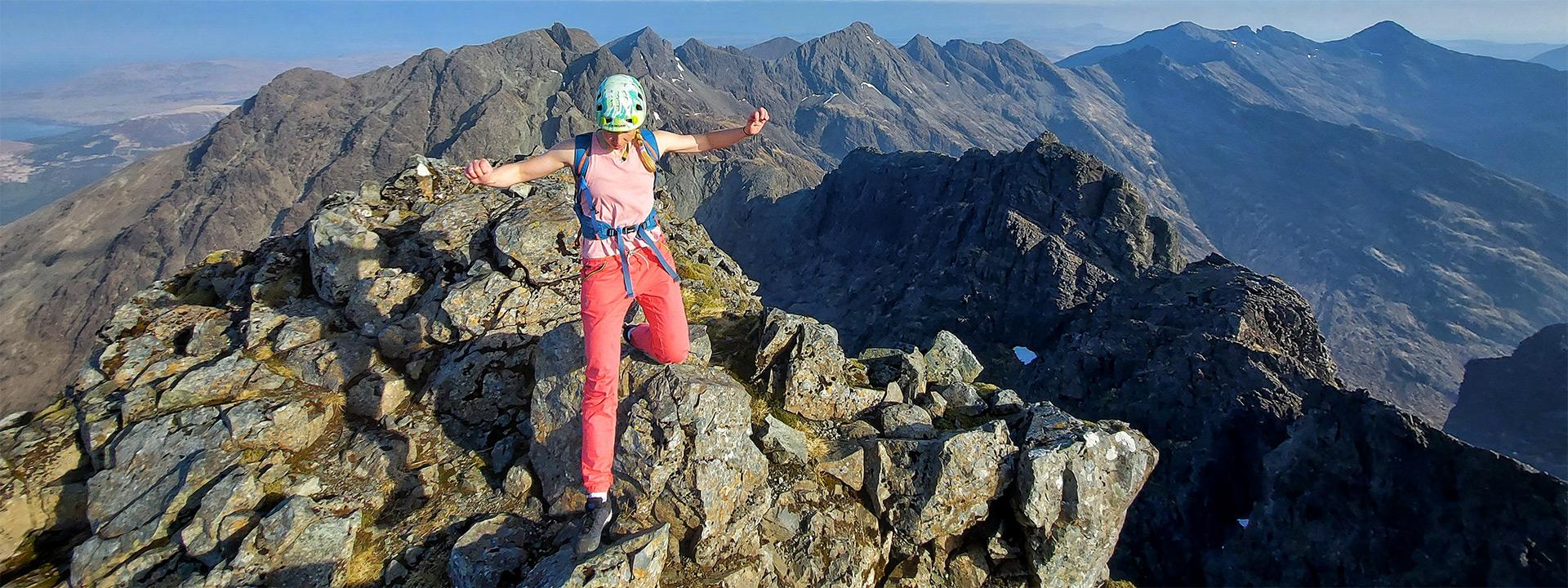 Anna Wells moving fast along the Skye Ridge. © Matt Pavitt