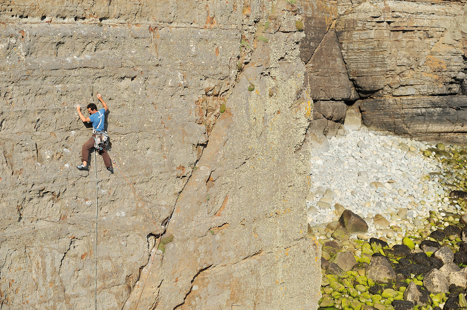 """Nick Bullock in-between the breaks of Byzantium (E4 6a), Craig Dorys, north Wales. Described in the guidebook as a """"somewhat decaying version of Right Wall in the Llanberis Pass"""". © Ray Wood"""