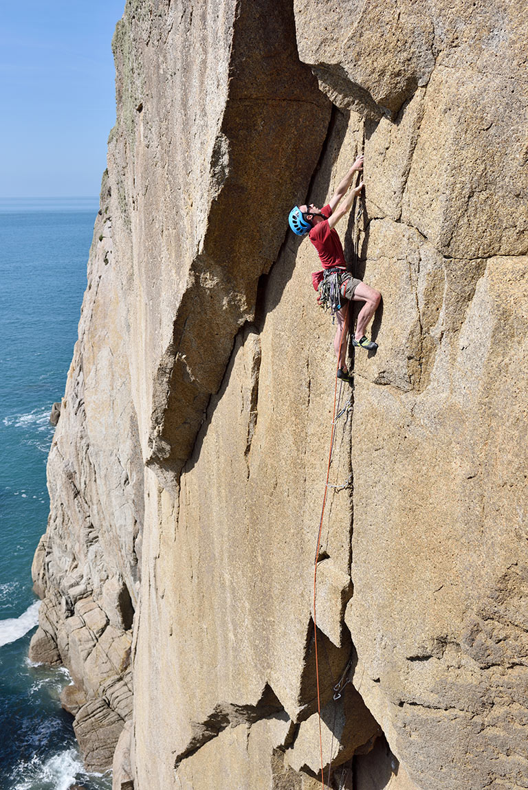 McHaffie on the upper crack of Controlled Burning (E6/7), Lundy Island. © Ray Wood
