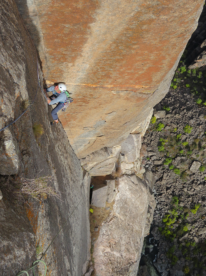 Tim Neill on pitch 7 of the 2000 ft Black Canyon mega-classic, Astro Dog (5.11+). © Nick Bullock