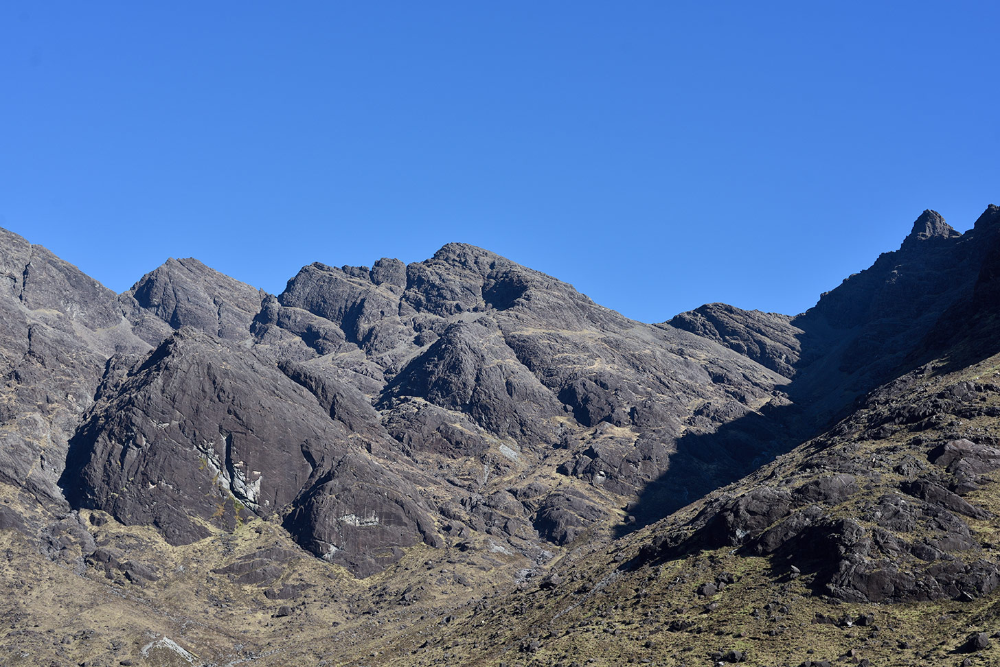 The gabbro shield of Coir'-Uisg Buttress (left) below Coire an Uaigneis on Skye. © Ray Wood