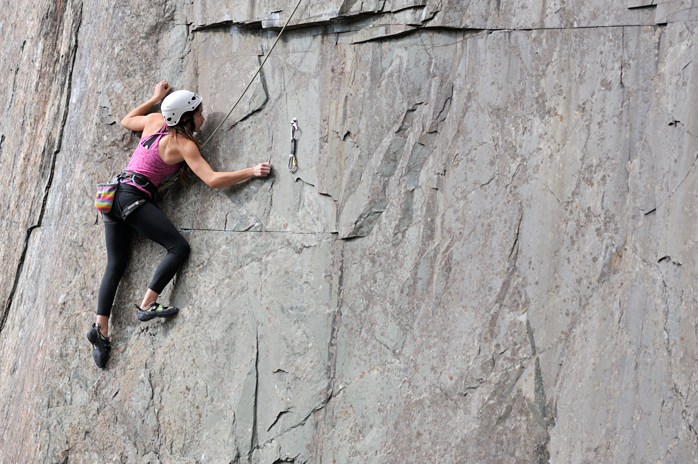 Flo Tilley edging up the 'kitchen surface' of Forsinain Motspur (7c) © Ray Wood