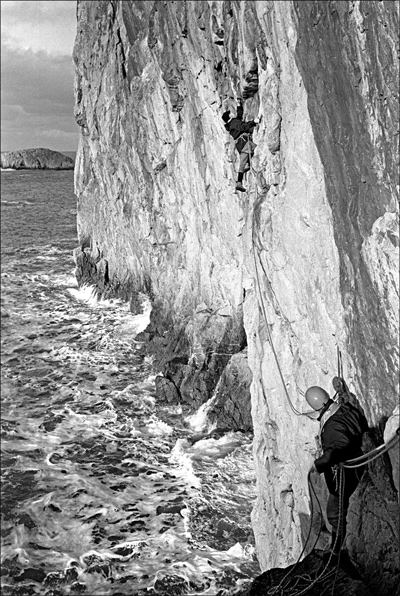Brown and Crew on Rat Race, an early Gogarth discovery. © John Cleare