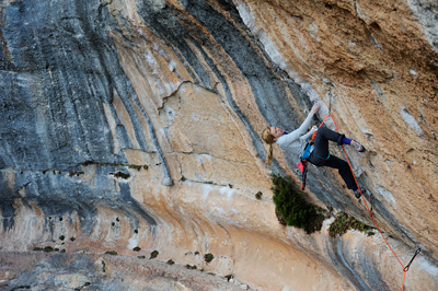 Mina working La Cara Que No Miente (F8a+), Siruana. © Ray Wood